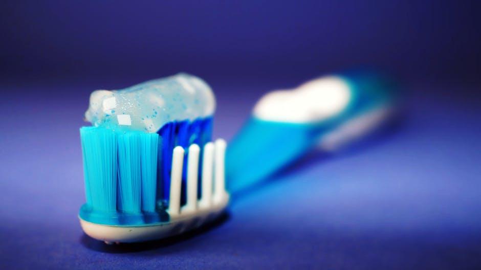 Cómo saber si tu pasta de dientes contiene ingredientes tóxicos
