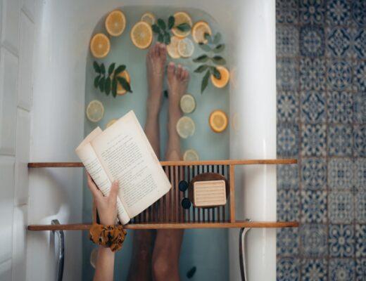 Bañera con frutas cítricas ricas en vitamina C