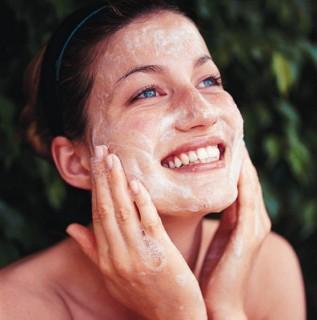 acne adonia